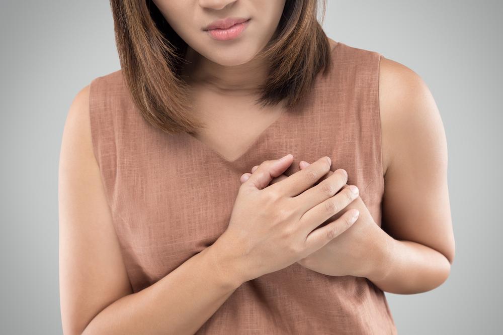 Douleurs des seins dès la jeunesse : les signes alarmants